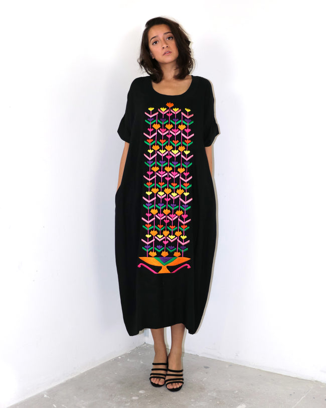 Elqenna Tulips Embroidered Dress | Black