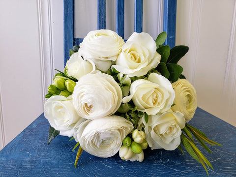 white bridal bouquet with roses and ranunculus