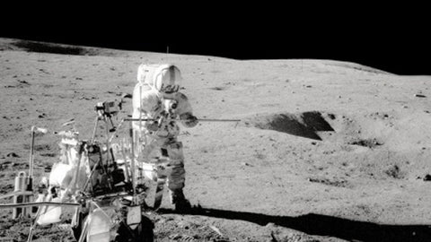 Alan Shepard plays golf on the moon, photo credit NASA