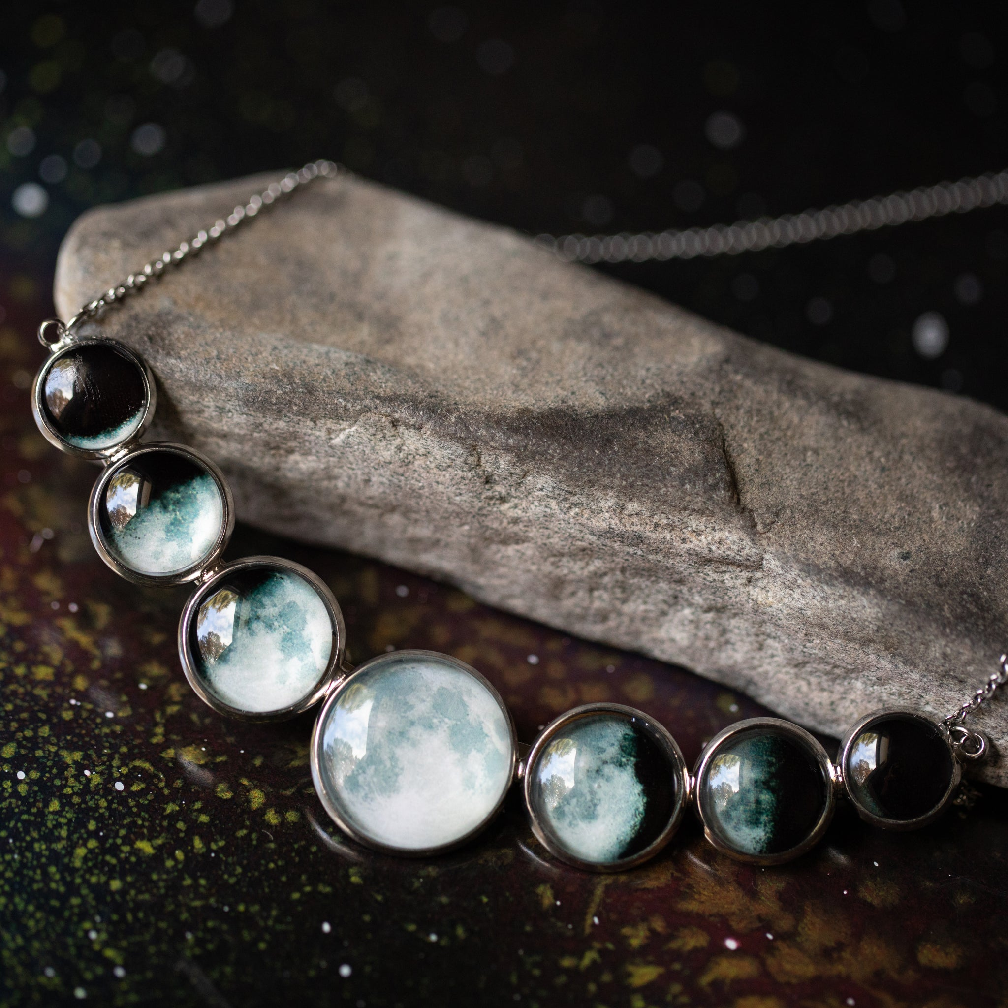 Varying Sized Curved Moon Phase Necklace in Silver - Yugen Tribe