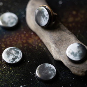 Large moon cocktail ring with 5 interchangeable lunar phases - Phases of the moon magnet ring - Cosmic jewelry inspired by the universe and handmade by Yugen Tribe