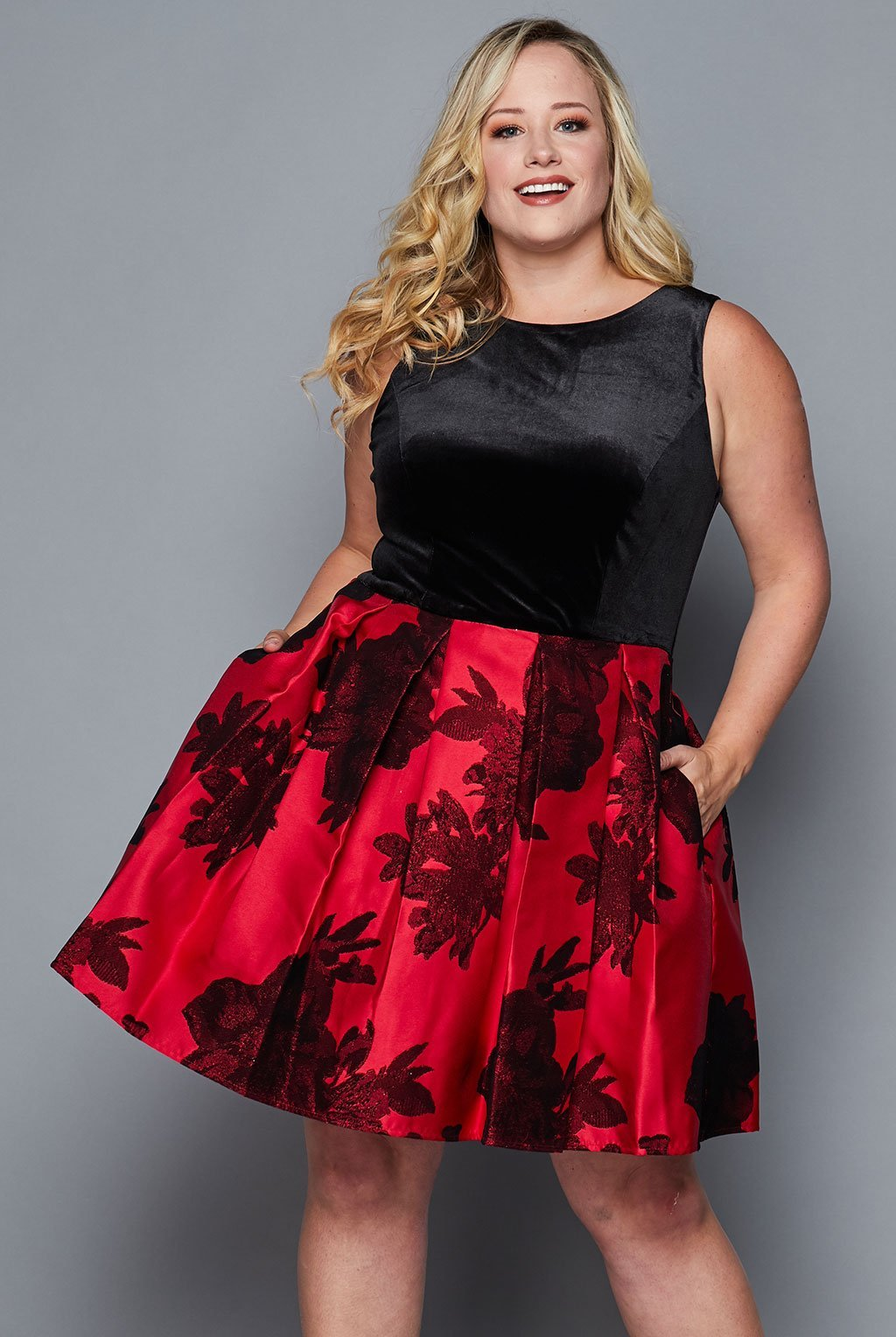 Teeze Me | Velvet Top Floral Pleated Dress Plus | Black/Red