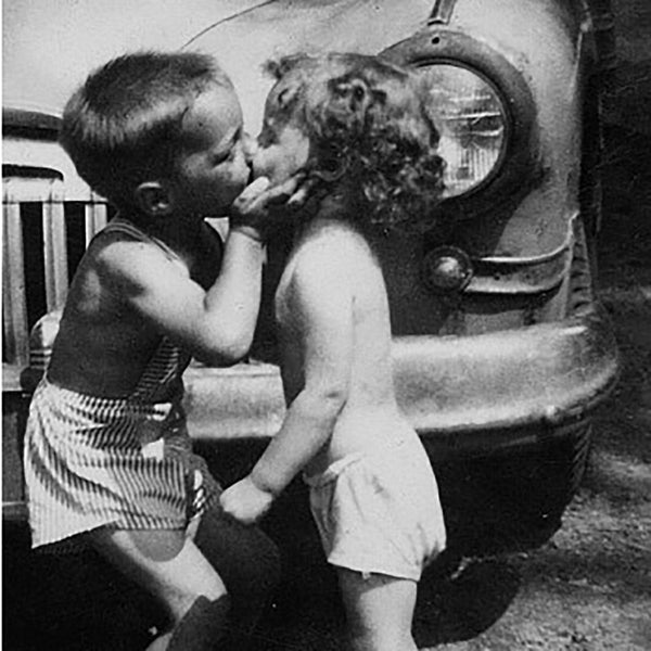 HM-260 Kissing kids