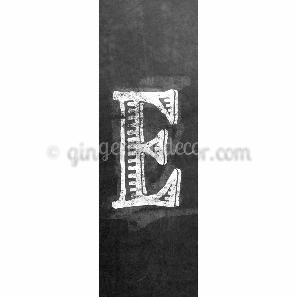 CUE-001 Chalk upper case letter e