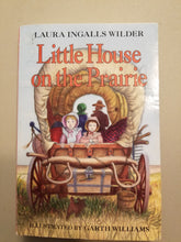 Load image into Gallery viewer, BOOK: Laura Ingalls Wilder - Liffle Houses in the Prairie (USED) - Cositas Prácticas