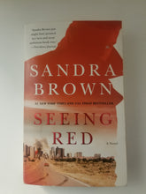 Load image into Gallery viewer, BOOK (used) - Sandra Brown: Seeing Red - Cositas Prácticas