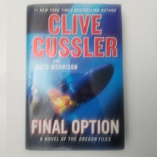 Load image into Gallery viewer, BOOK (Used) Final Option by Clibe Cussler - Cositas Prácticas