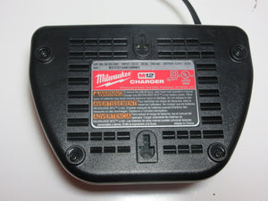 Milwaukee 12 Volt Battery Charger - USED - Cositas Prácticas