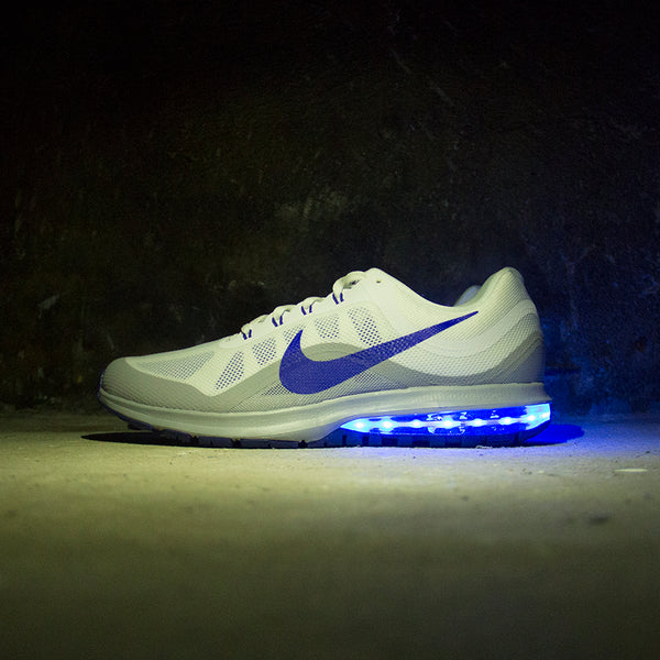 classic fit 14011 fea8e ... blue nike air max dynasty 2 with lights
