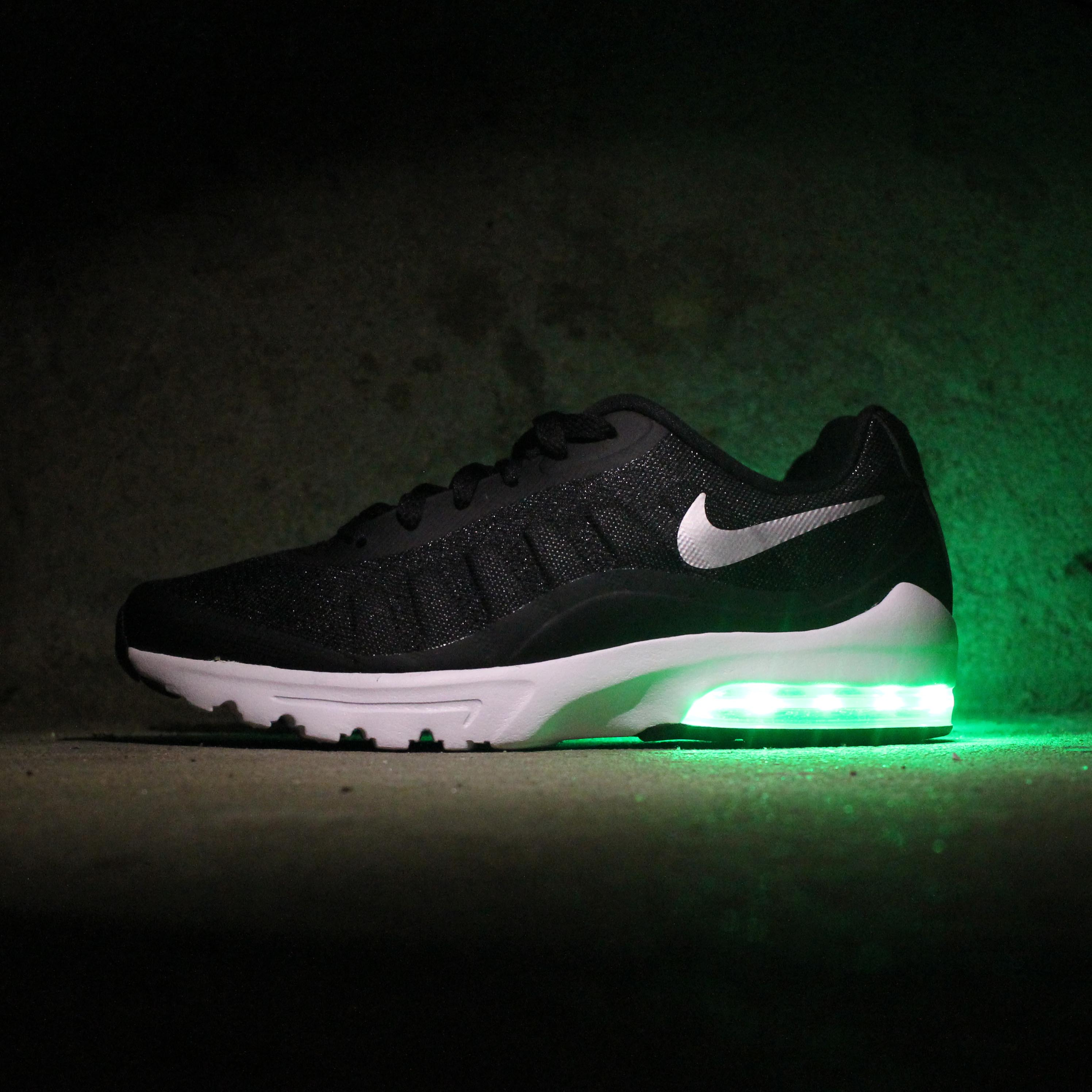WOMENS BLACK NIKE AIR MAX INVIGOR WITH LIGHTS