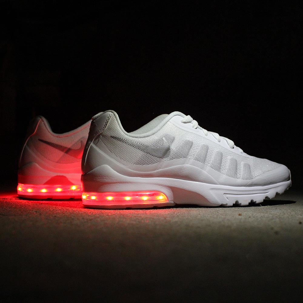 WOMENS WHITE NIKE AIR MAX INVIGOR WITH LIGHTS