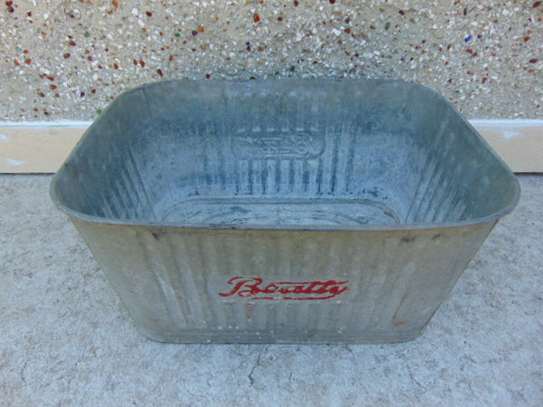 Farm and Garden Antique 1920 Beatty Galvanized Wash Tub Bin Excellent RARE