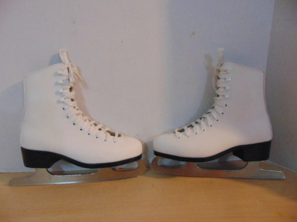 Figure Skates Child Size 3 CCM Pirouette Excellent