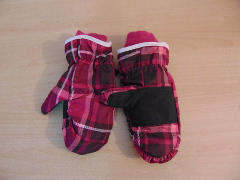 Gloves and Mitts Child Size 8-12 Fushia New