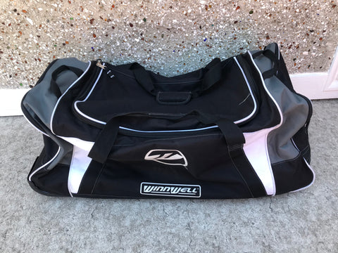 Hockey Bag Junior Winnwell On Wheels Age 8-14 Used Once Excellent