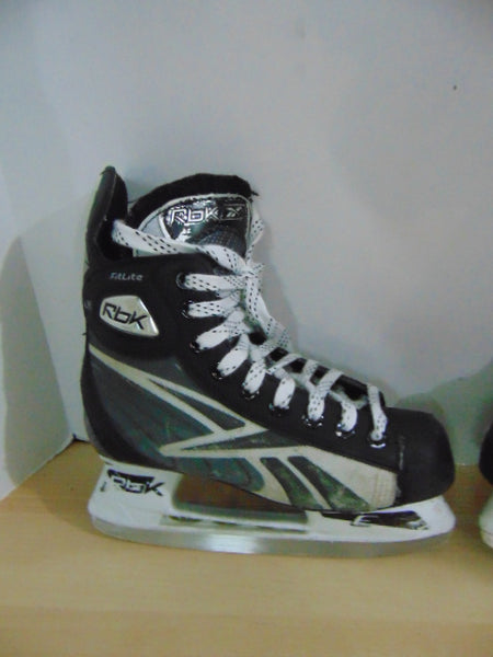 Hockey Skates Child Size 3.5 Shoe Size Reebok Fitlite Some Wear