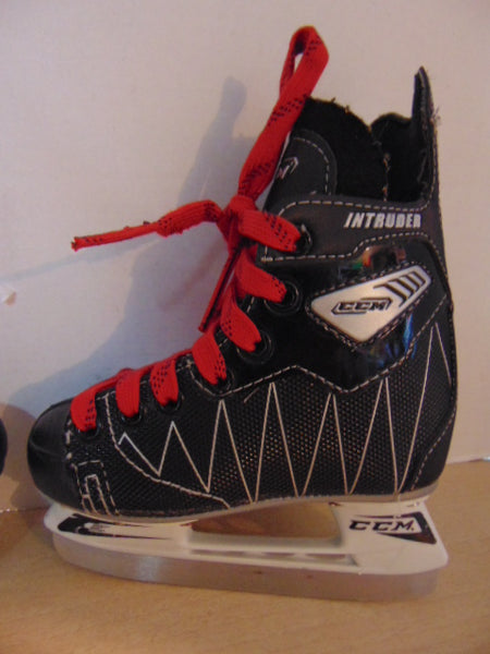 Hockey Skates Child Size 9 SHOE Size Toddler CCM Intruder