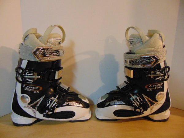 Ski Boots Mondo Size 23.5 Ladies Size 6 279 mm Atomic Live Fit Black White New Demo Model
