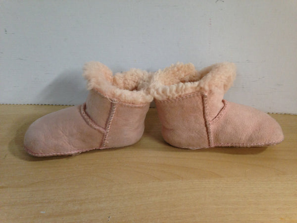 Slippers Toddler Size 6 Ugg Plush Pink Winter Slippers Excellent