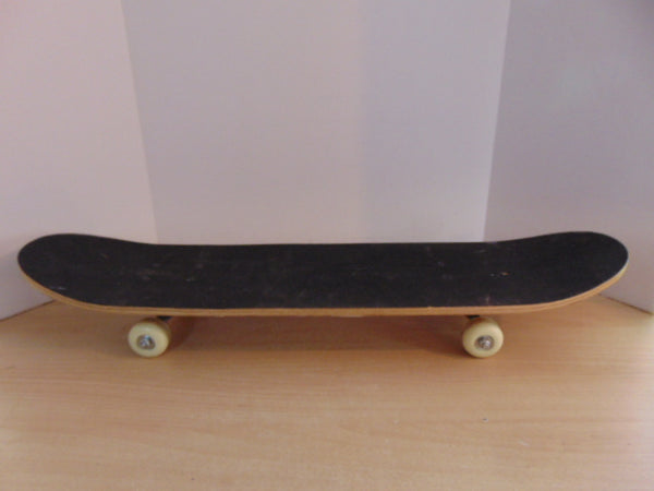 Skateboard Youth Large Hud 31 x 8 inch Wheels 48 mm As New