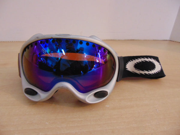Ski Goggles Adult Size Oakley Grey With Mirrored Lenses