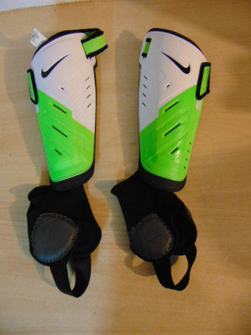 Soccer Shin Pad Child Size 6 Nike Green White Black
