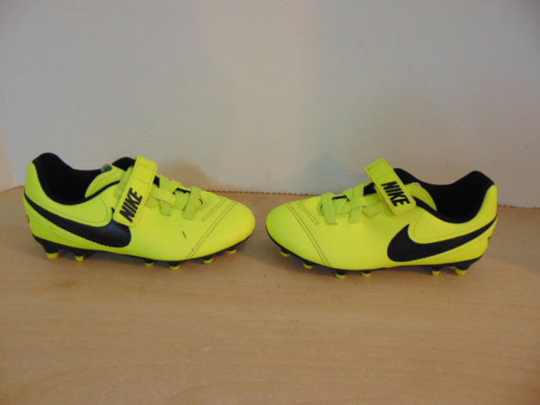Soccer Shoes Cleats Child Size 11 Nike Tiempo Yellow and Black As New