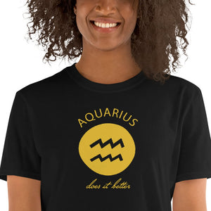 Aquarius does it better Astrology T-shirt