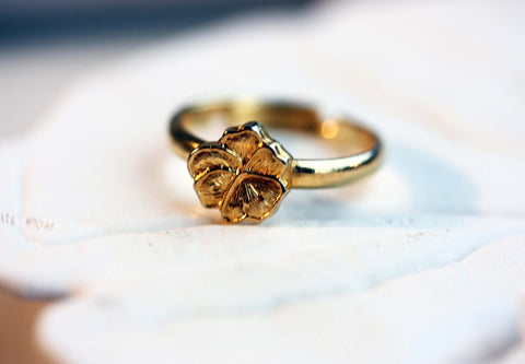 Tiny Vintage Flower Ring Gold