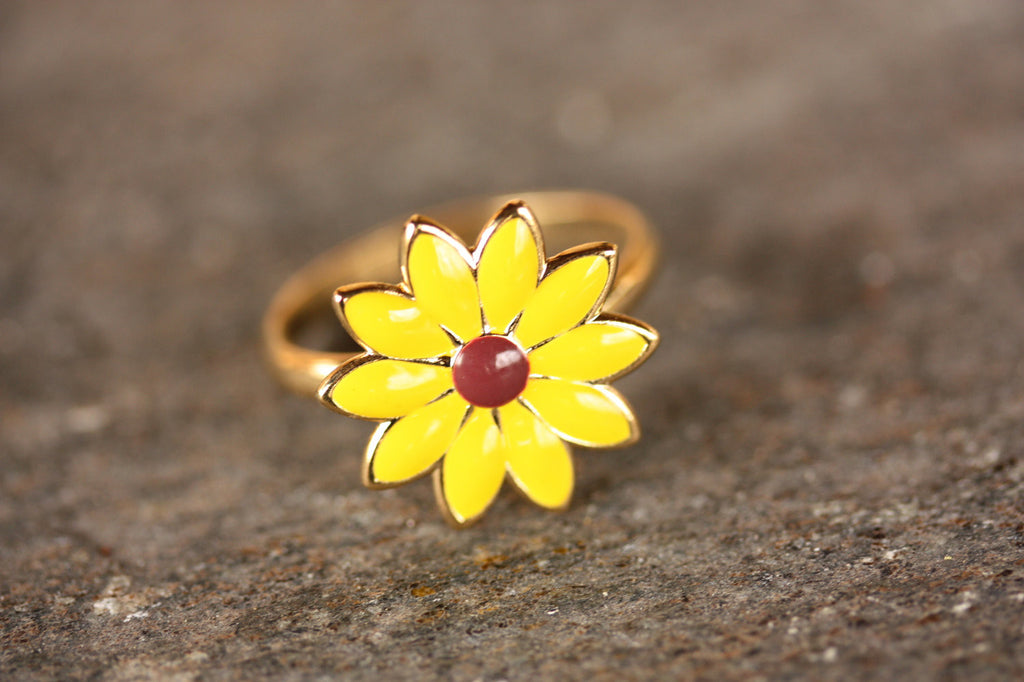 Yellow daisy gold flower ring from Diament Jewelry, a gift shop in Washington, DC.