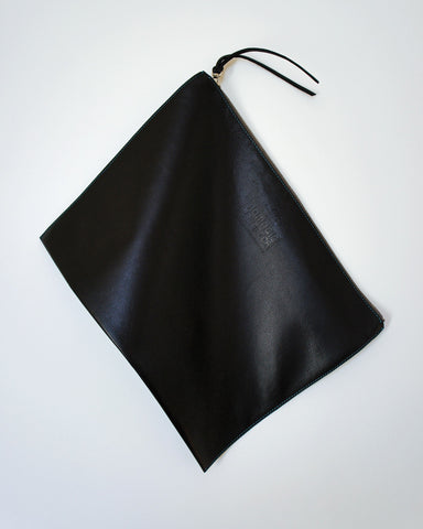 Hangai Clutch in Black