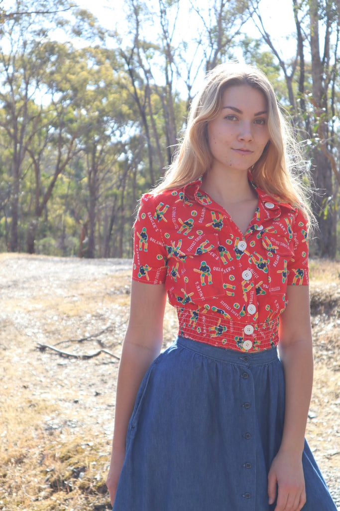 Vintage Red Novelty Print Cropped Shirt (XS-S)