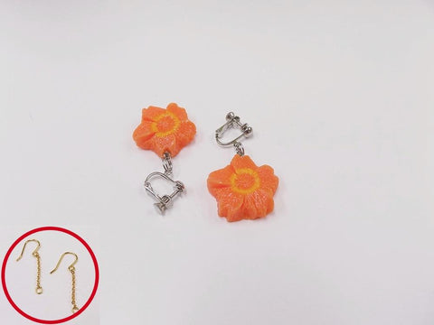 Flower-Shaped Carrot (mini) Pierced Earrings