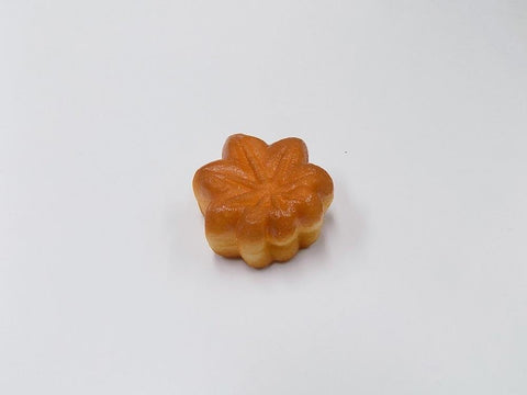 Momiji Manju (Maple Leaf-Shaped Steamed Bun) (small) Magnet