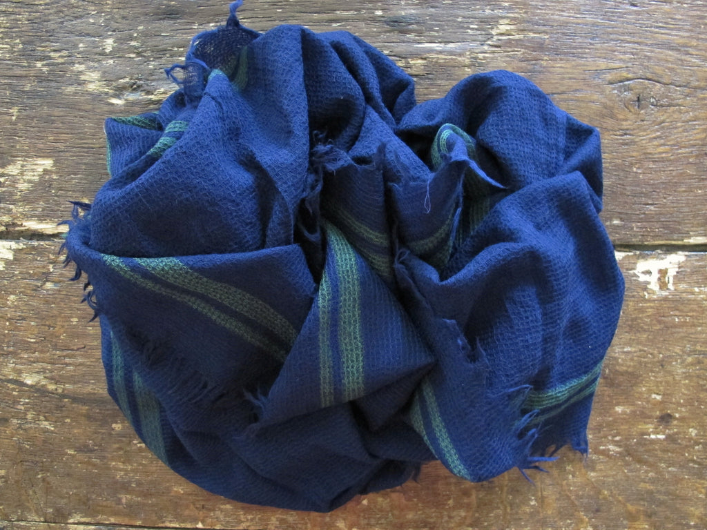 Inouitoosh Wool Shawl | Navy