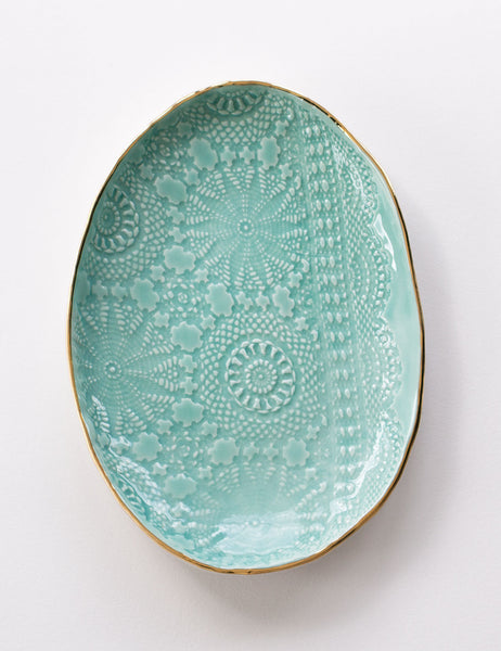 Lace Serving #8 in Mint with Gold Rim