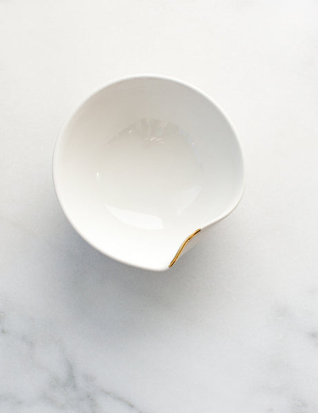 Pour Bowl in White with Gold Flourish