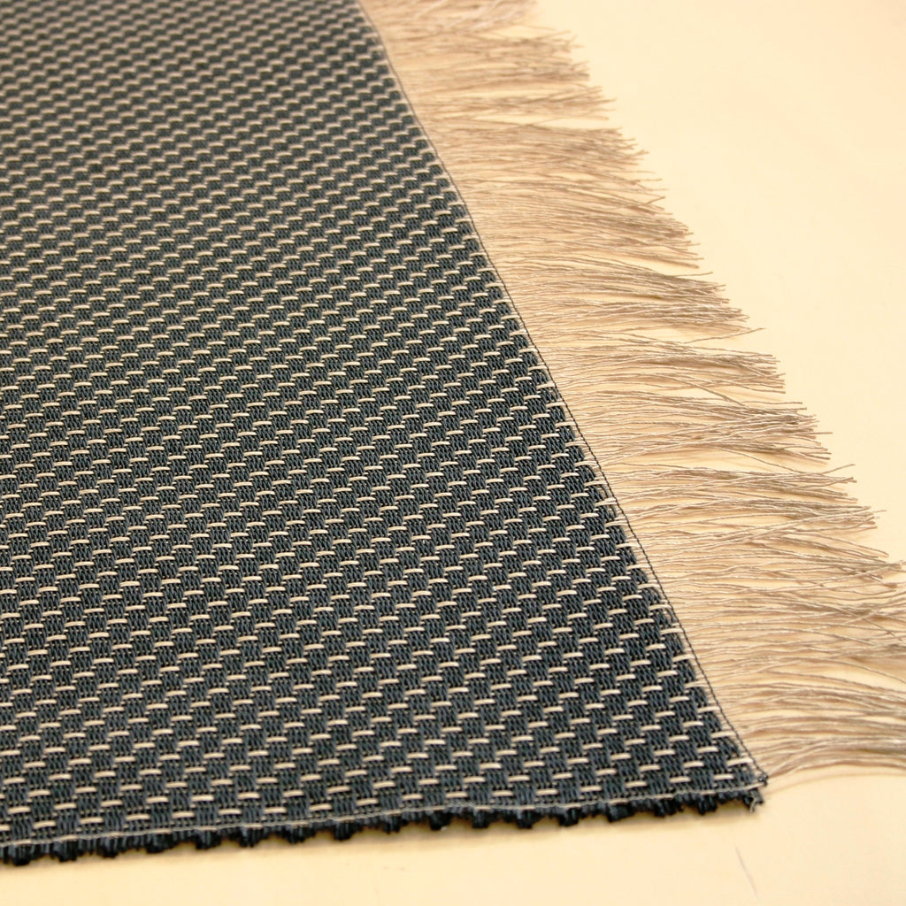 Tablerunner in Woodnotes paper yarn textile