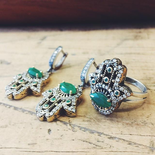 The Jewelled Hamsa Ring - Emerald - Lost Lover - 3