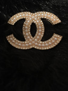 Chic Chic Diamond and Pearl Brooch