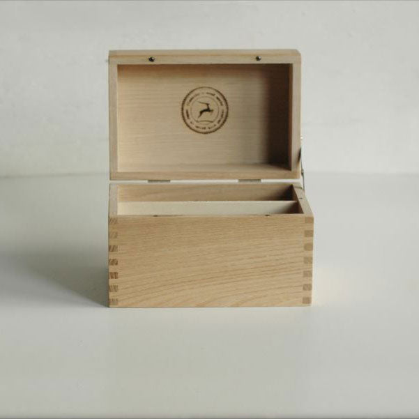 Classiky: Case with Lid in Chestnut Wood
