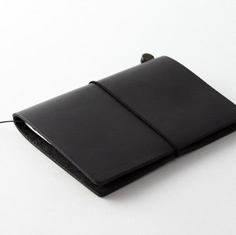 TRAVELER'S Notebook (Passport Size) Starter Kit in BLACK