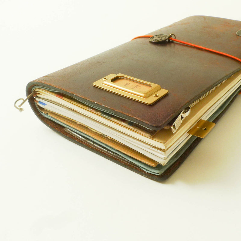 TRAVELER'S Notebook (Regular Size) Starter Kit in BROWN