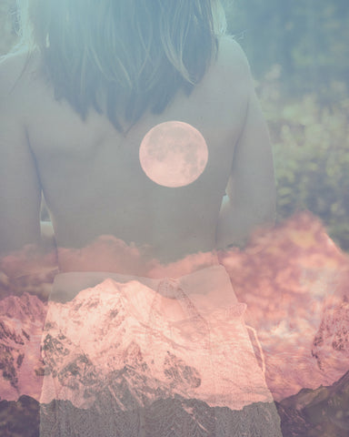 Indulge in these full moon rituals to attract beauty and balance.