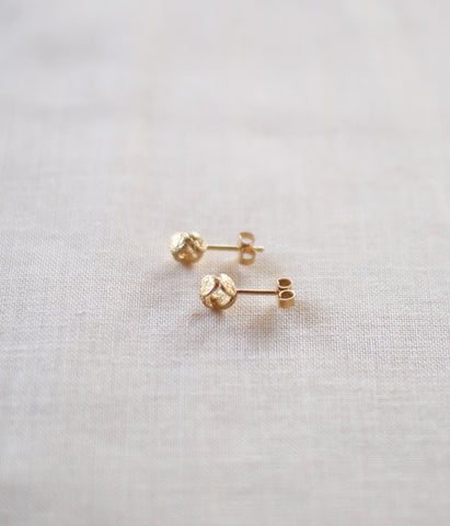 "Jona ""tenten comaru"" Stud Earrings {Gold}"