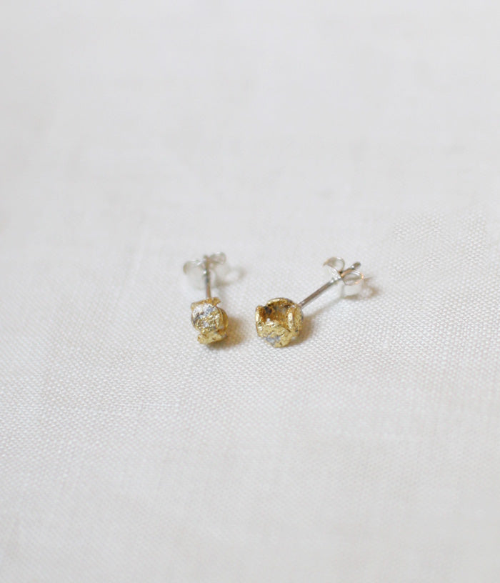 "Yasushi Jona ""comaru"" Stud Earrings {White}"