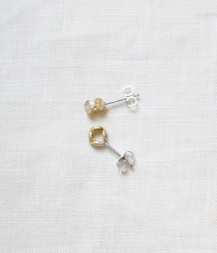 "Jona ""tenten comaru"" Stud Earrings {White}"