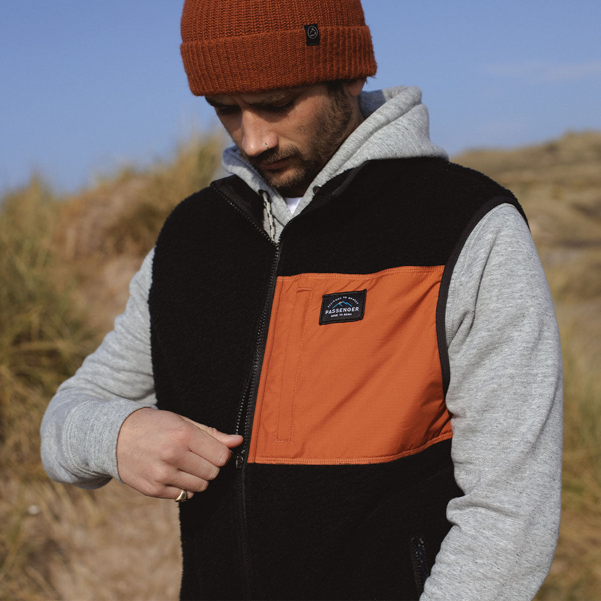 Calgary Sherpa Fleece Vest - Black/Rust image 3