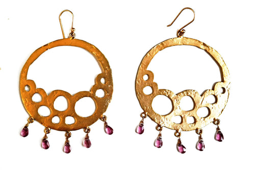 Cut-Out Round Earrings With Garnet Drops