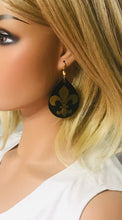 Load image into Gallery viewer, Black and Gold Fleur De Lis Earrings - E19-759